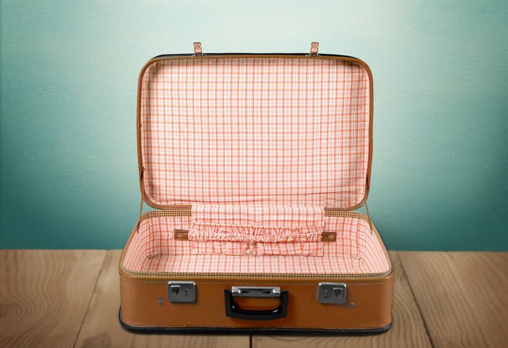 imprescindibles de verano maleta vacia